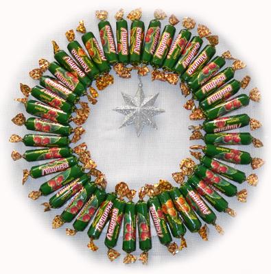 Рождественский венок из конфет мастер-класс