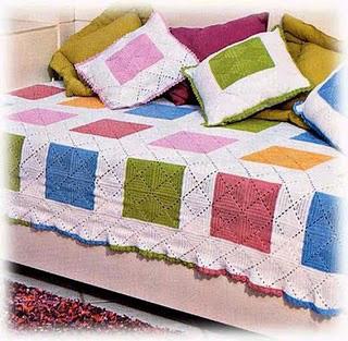 Вязаные плед и подушки из квадратных мотивов
