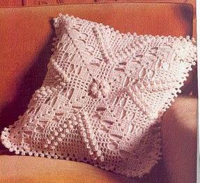 ВЯзаная подушка из квадратного мотива