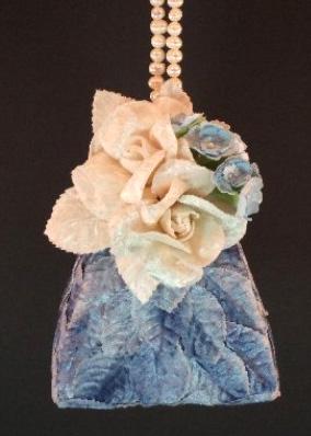 Сумки, декорированные цветами