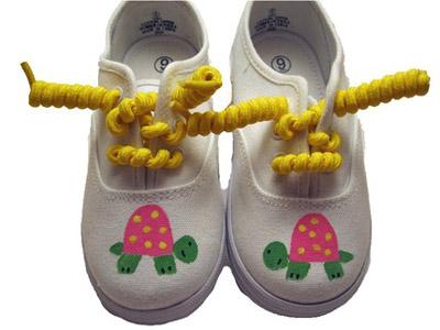 Рисование по детской обуви