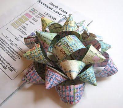 Бумажный цветок для упаковки подарка