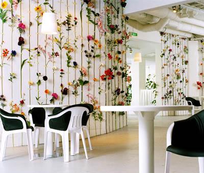 Праздничное декорирование стен своими руками