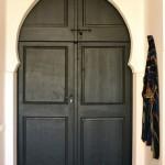 Трафаретная роспись двери: до и после
