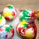 Оригинальный способ окрашивания пасхальных яиц