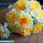 Бумажные жёлтые цветы