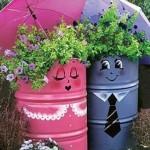 Идея для сада — забавные клумбы из железных бочонков