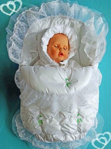 Все необходимое для новорожденного - одежда и пеленки
