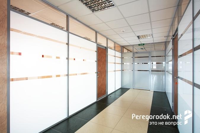 Офисные перегородки мобильного типа: особенности подбора материалов