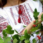 Женская вышиванка – красивый национальный элемент одежды