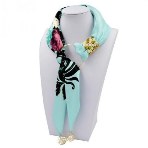 Ожерелье из шарфов и косынок