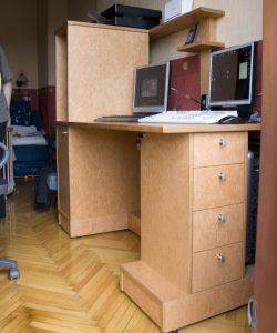 Компьютерный стол из вишни