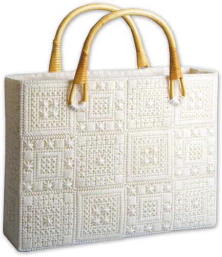 Женские сумки из пластиковой канвы