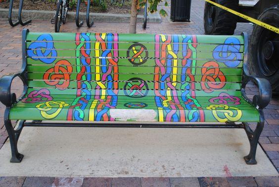 Декоративная роспись уличных скамеек