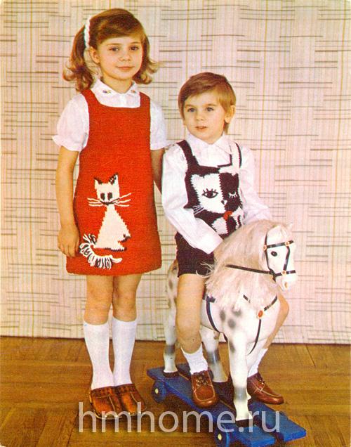 Вязаная детская одежда с кошками: сарафан и безрукавка