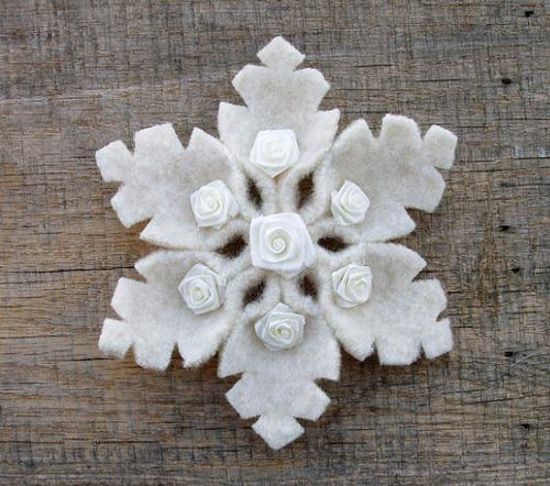 Красивые снежинки из фетра