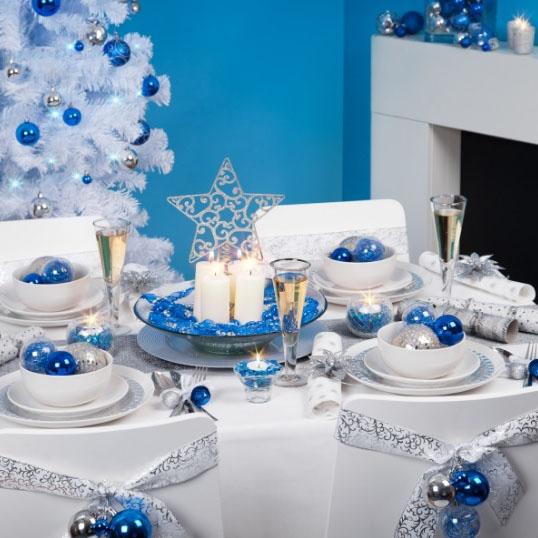 Бело-голубая тема новогоднего стола