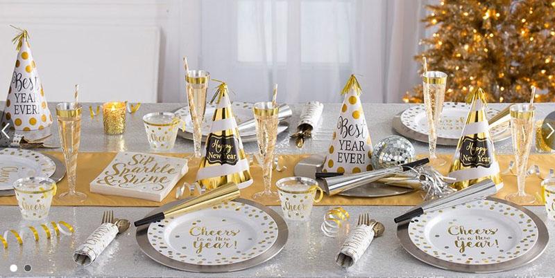 Черно-золотой декор новогоднего стола