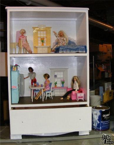 Кукольный дом из старой мебели