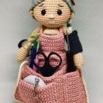 Вязаная кукла-помощница