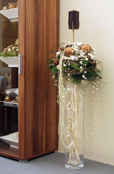 Новогодний декор в стеклянных вазах