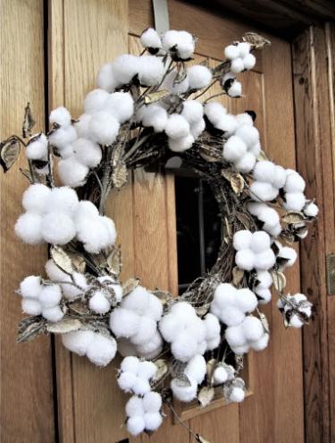 Снежки в новогоднем декоре