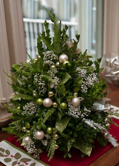 Настольные рождественские ёлки из самшита