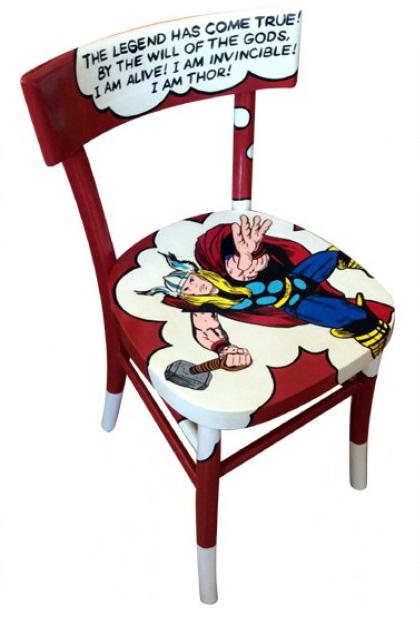 Винтажные стулья с комиксами