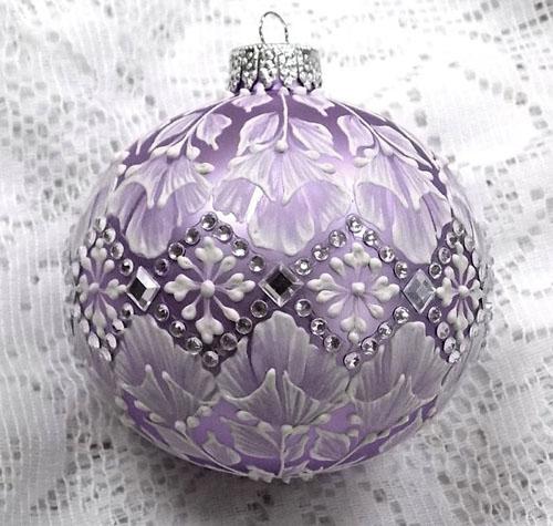Новогодние шары фиолетового цвета