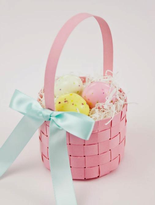 Плетёная корзинка для пасхальных яиц