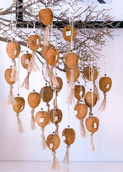 Рождественский декор с грецкими орехами