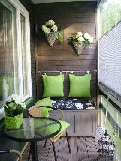 Оформляем балкон к весне: какие шторы выбрать